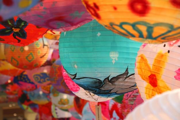 Bunte handgemachte dekoration der chinesischen laterne im festival des chinesischen neujahrsfests