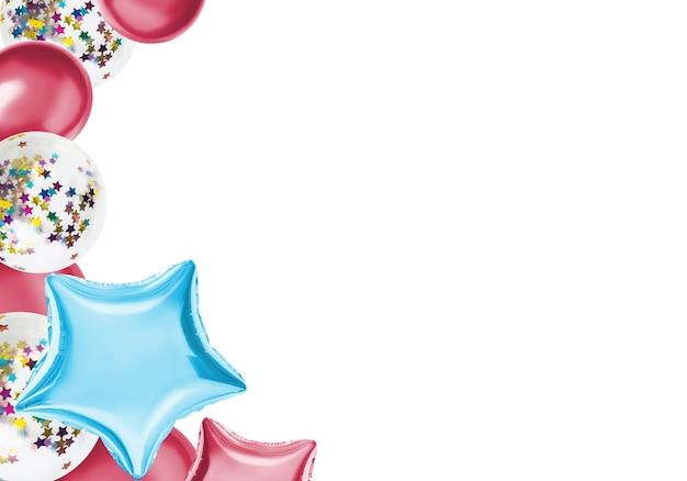 Bunte isolatballone auf einer pastellfarbe