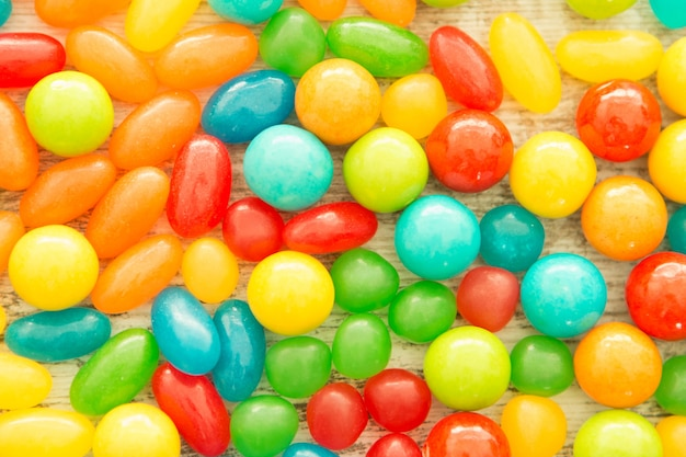 Bunte jelly beans nah an tapete