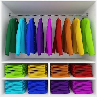 Bunte kleidung hängt und kleiderstapel im kleiderschrank