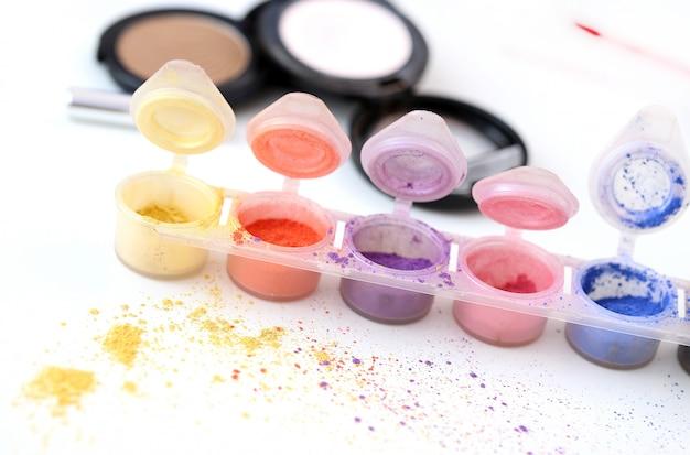 Bunte kosmetische puder