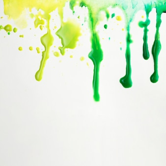 Bunte künstlerische flecken von aquarellspritzern