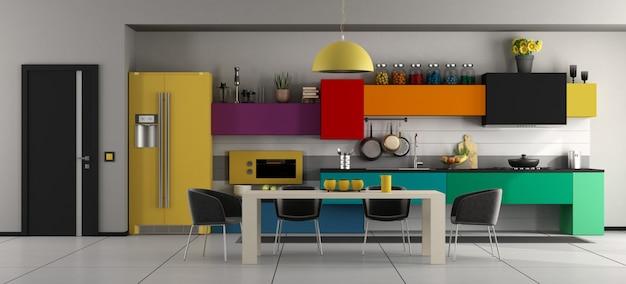 Bunte moderne küche mit tisch und stühlen