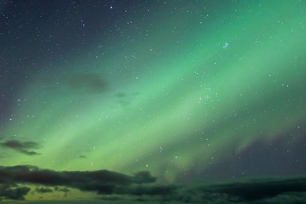 Bunte nordlichter im himmel