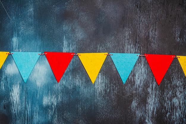 Bunte partyflaggengirlande