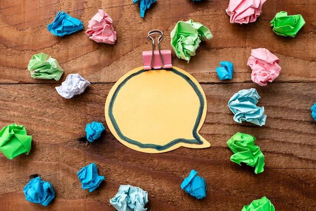 Bunte perspektive, positives denken, kreative ideeninspirationen, fröhliche kontemplation, helle, lebendige arbeitsplatzdesigns, auffälliges notizbuch für bürokollektionen