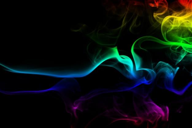 Bunte rauchzusammenfassung auf schwarzem hintergrund, bewegung des feuers