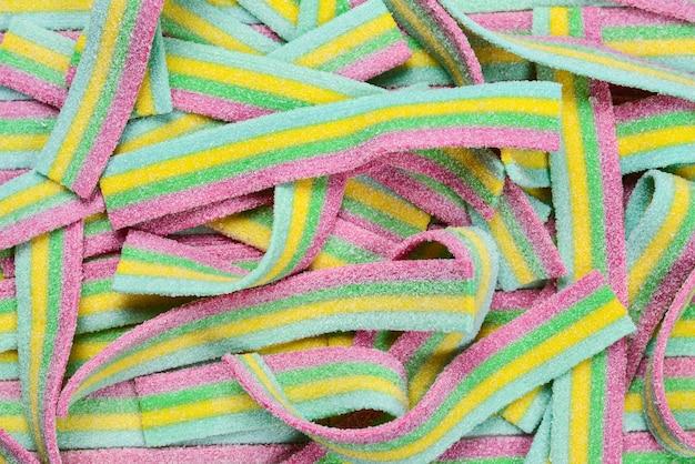 Bunte saftige gummiartige süßigkeiten hintergrund. ansicht von oben. gelee bonbons.