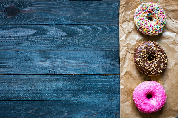 Bunte schaumgummiringfrühstückszusammensetzung mit verschiedenen farbarten