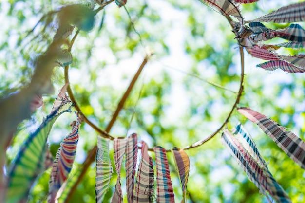Bunte tung flagge von der traditionellen lebensart in thailand