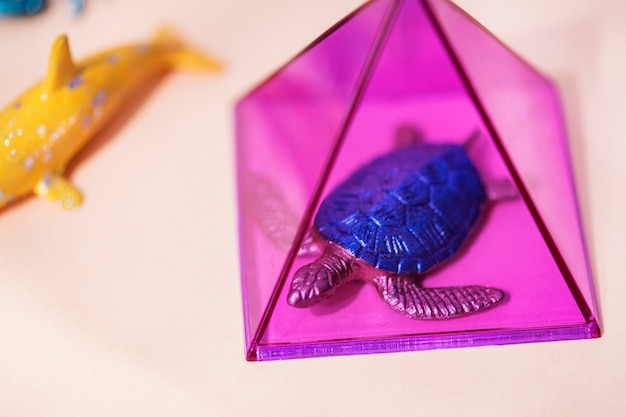 Bunte und helle miniaturtierfiguren