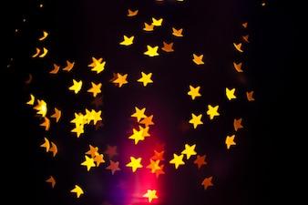 Bunter Blitz in der Nähe von Sternen