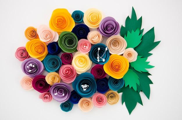 Bunter blumenstrauß von papierblumen