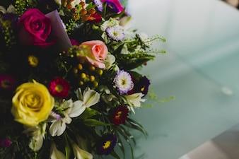Bunter getrennter Brautblumenstrauß für eine Hochzeit