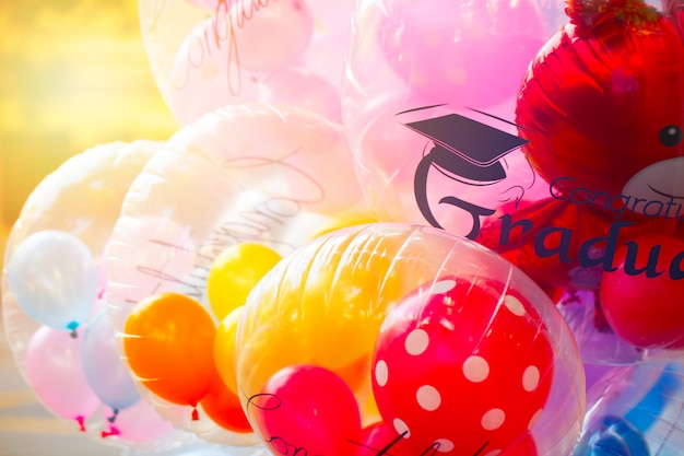 Bunter glückwunschballon-partyglück-ereignishintergrund