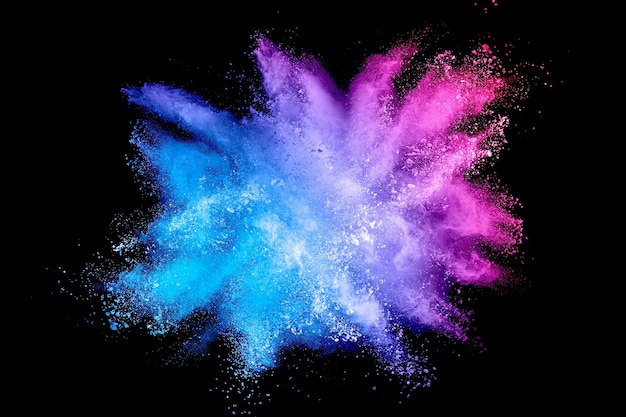 Bunter hintergrund der pastellpulver-explosion. mehrfarbiger staub spritzt auf schwarzem hintergrund. gemaltes holi.