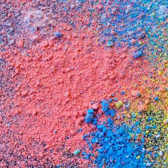 Bunter hintergrund des kreidepulvers. mehrfarbige staubpartikel verspritzten.