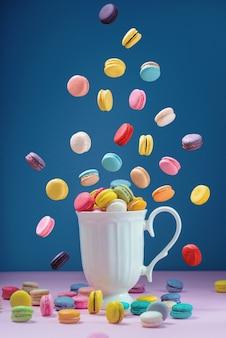 Bunter macarons oder makronennachtisch süßes schönes zu essen