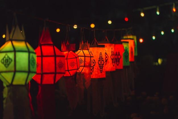 Bunter papierlampen-traditioneller thailändischer art-anruf yee peng lantern oder yi peng