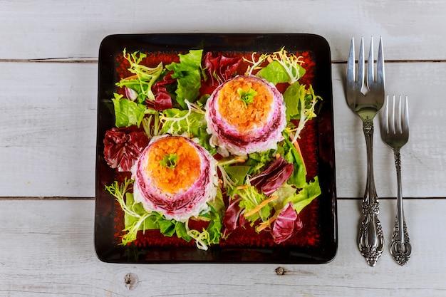 Bunter rote-bete-salat mit schichtgemüse