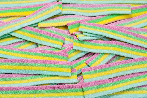 Bunter saftiger gummiartiger bonbonhintergrund. draufsicht. gelee-süßigkeiten.