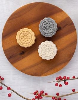 Bunter schöner mondkuchen, mungbohnenkuchen, champion scholar gebäckkuchen für traditionellen gourmet-dessert-snack des mittherbstfestes, draufsicht, flache lage.