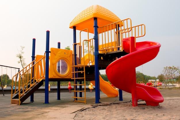 Bunter spielplatz für kinder
