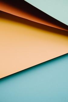 Bunter und minimalistischer hintergrund mit den pastellfarben rosa, gelb, blau und orange kopieren raum und modernes design