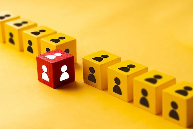 Bunter würfel des geschäfts- und hr-puzzles
