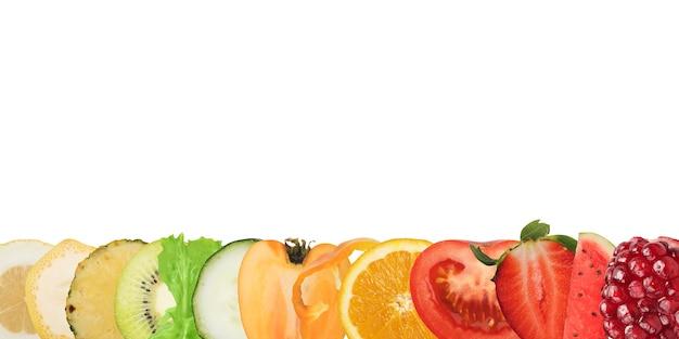 Buntes banner von früchten und salat auf weiß. gesundes lebensmittelkonzept
