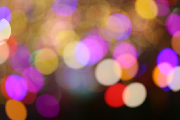 Buntes bokeh-licht vom weihnachtsbaum.