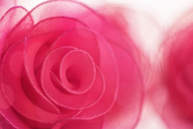 Buntes einzelnes rosafarbenes blumengewebe gemacht mit steigung für hintergrund und postkarte