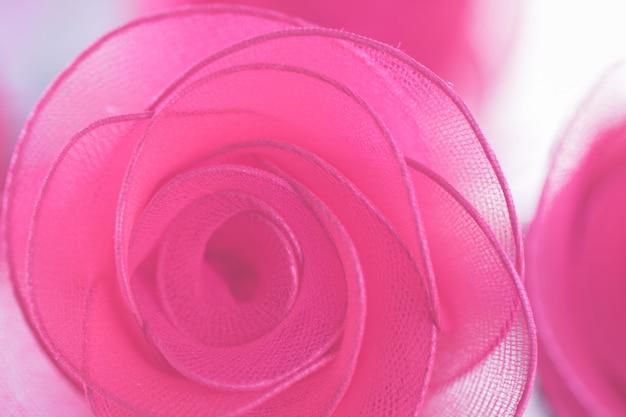 Buntes einzelnes rosafarbenes blumengewebe gemacht mit steigung für hintergrund