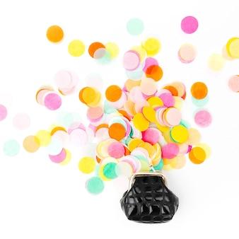 Buntes konfetti fällt aus der handtasche auf weißem hintergrund
