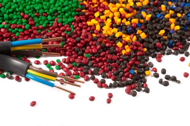 Buntes kunststoff-polymer-granulat für kabel