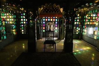 Buntglasfenster im Stadtpalast in Udaipur Rajasthan