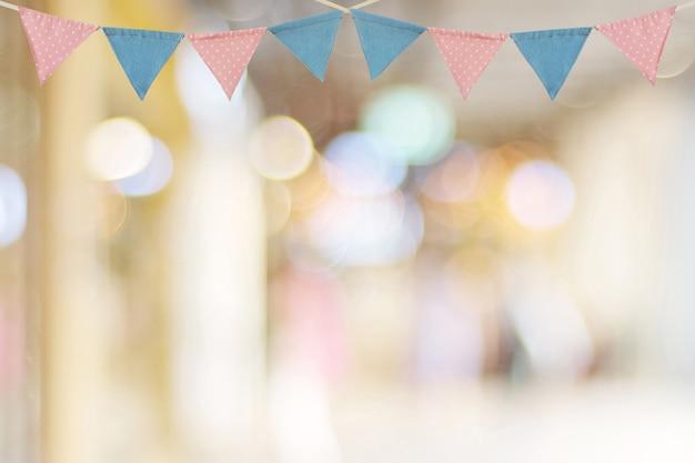 Bunting party flagge auf unschärfe abstrakt bokeh hellen hintergrund