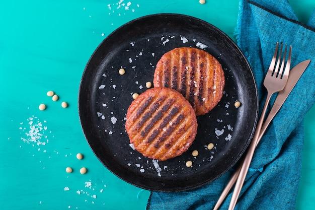 Burger aus pflanzlichen fleischnahrungsmitteln reduzieren den co2-fußabdruck