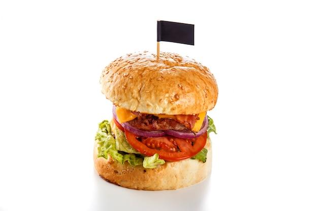 Burger für liebhaber auf einer weißen nahaufnahme