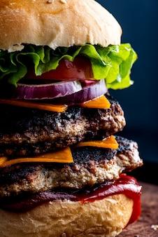 Burger mit doppeltem fleisch