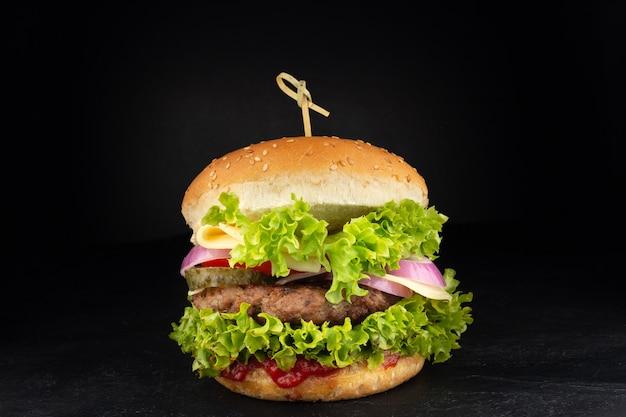 Burger mit käse. cheeseburger