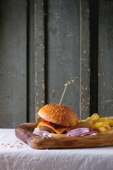 Burger und kartoffeln