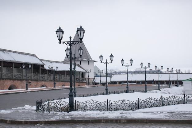 Burgmauer und turm des kasaner kreml