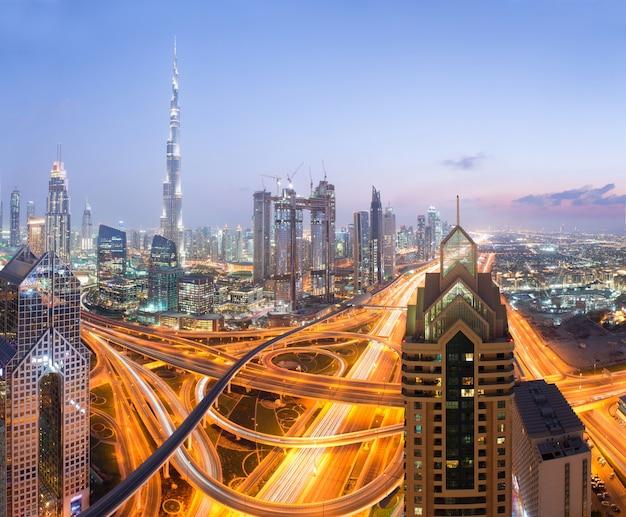 Burj khalifa in dubai, vereinigte emirate, dubai abend skyli