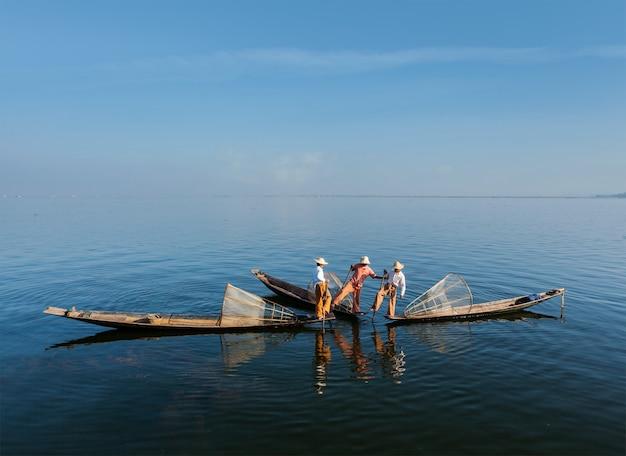 Burmesischer fischer am inle see, myanmar