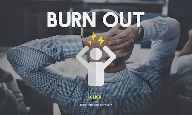 Burn out depressiver mitarbeiter erschöpft müde konzept