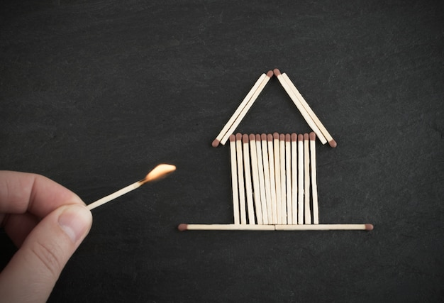 Burning match und matches house