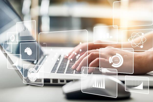 Business-analytics-illustrationen und menschliche hände, die am laptop arbeiten