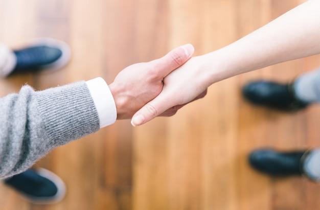 Business deal handschlag