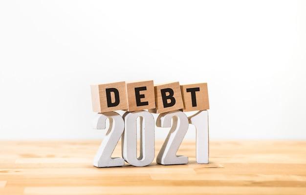 Business economy mit schulden von 2021 konzepten, geldinvestitionen und finanzen